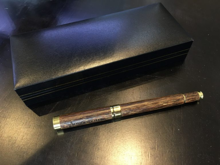 bút trầm hương cao cấp