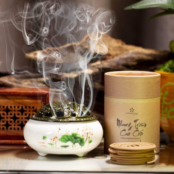 Nhang khoang trầm hương và lư sứ cao cấp
